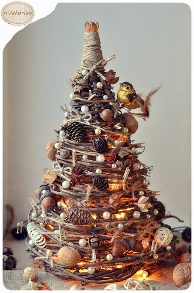 Creative-Ideas-DIY-Gorgeous-Christmas-Tree-from-Tree-Branches-10