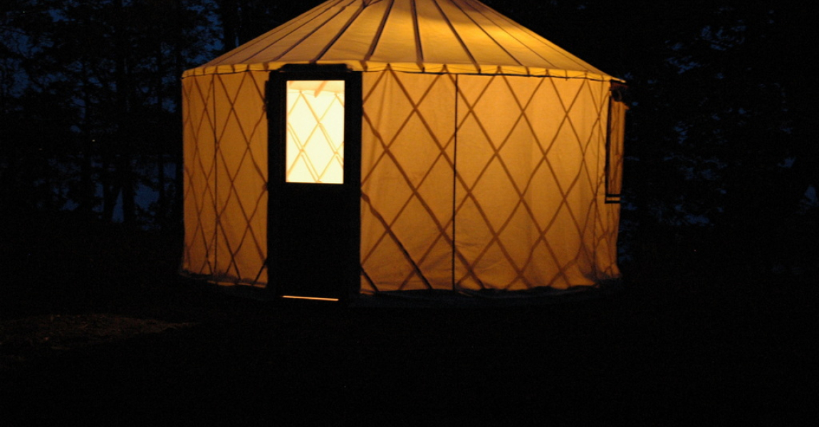 Sparrow_Yurt_at_night-1150x600_c