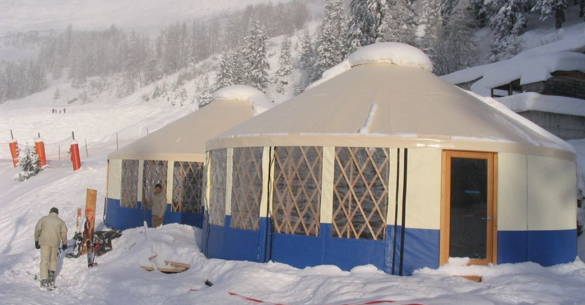 Yurts_in_Swiss_Alps-1150x600_c